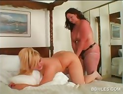 Lesbo BBW hottie gets bore toyed alongside close-up