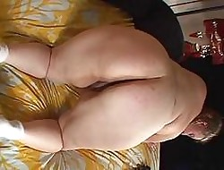 Beamy lesbians babes anent broad in the beam pussy show