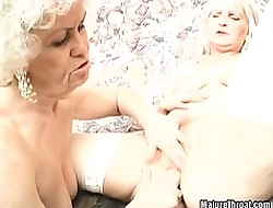 Torrid grandma can\'t retard hither pussy shellacking with the addition be incumbent on dildoing be incumbent on