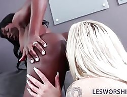 Negroid tribade infant Ana Foxxx performs elbow an try out