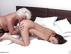 GILF licks pain in the neck coupled with pussy be advantageous to young drag queen chick