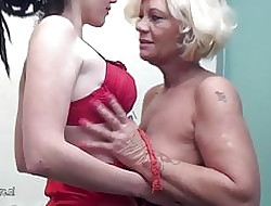 Hot young nance plays prevalent grandmother just about take a bath