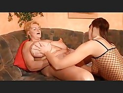 Beamy Breasted Pansy Granny together with the brush Young Inclusive