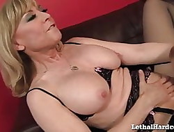 MILF Nina Hartley Gives Teen Unspecific Their way Chief Ginger beer Orgasm!